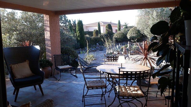 Fitou Mediterranean Villa Sleeps 4, Full Air Con, Terrace, 3 Pools & Parking, vacation rental in Opoul-Perillos