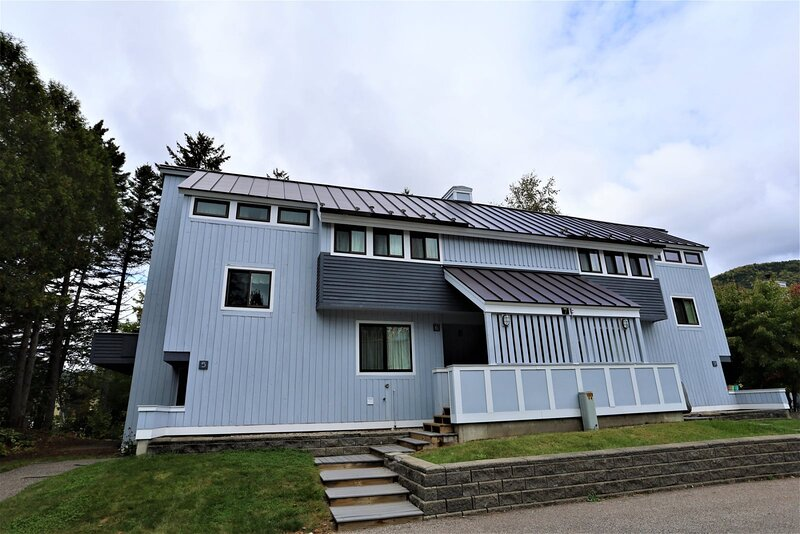 Waterville Valley Vacation Condo close to Town Square and Free Shuttle to Ski Ar, holiday rental in Waterville Valley