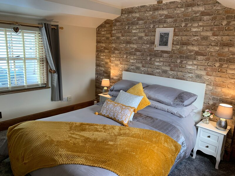 Belper Derbyshire Holiday Cottage - 18th Century Character Mill Worker's Cottage, vacation rental in Belper