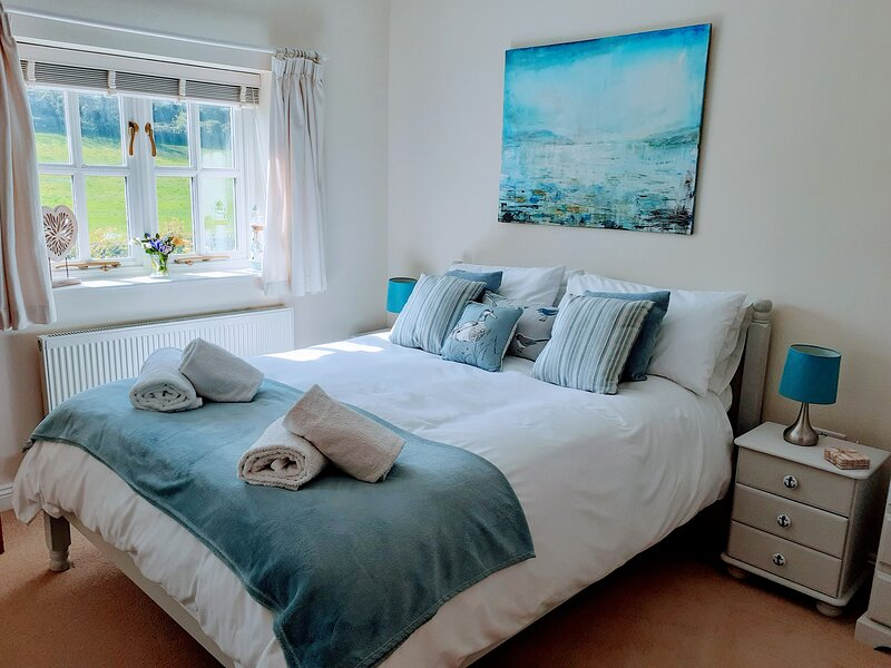 Double room, ensuite with own entrance and parking,minutes from Lulworth Cove, casa vacanza a East Knighton