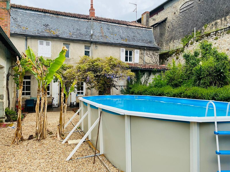 Cosy Cottage with pool in the countryside, France, holiday rental in Gouex