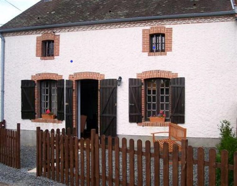 Beautiful 4-Bed Cabin in Saint-Léger-Magnazeix, holiday rental in Rancon
