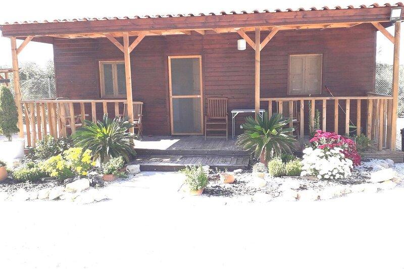 Cosy wooden Cabin with patio, Murcia region, Spain, location de vacances à Abaran