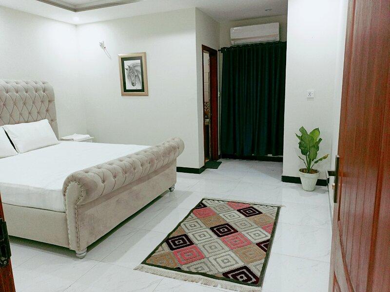 GREENLEAF  SUITES, holiday rental in Punjab Province