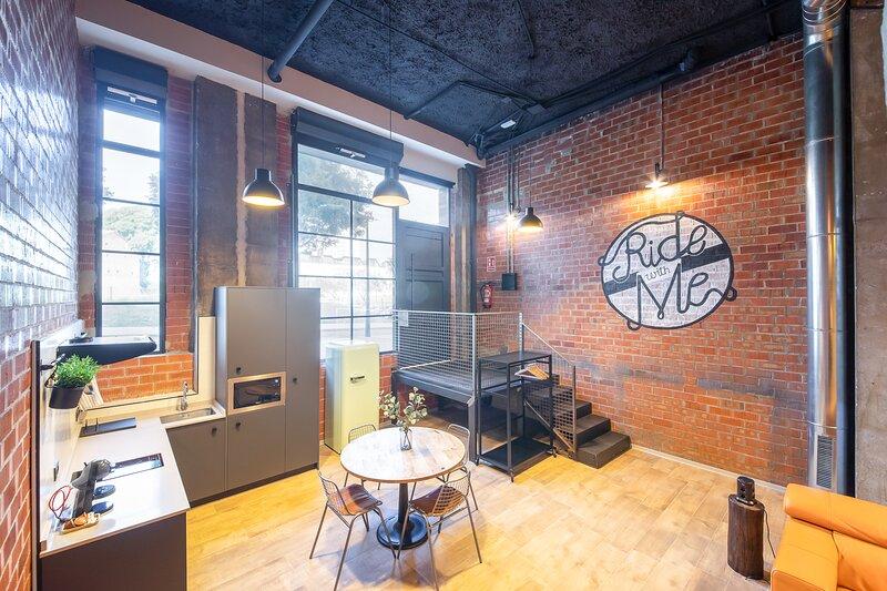 Art Loft 03 - Atelier Bike, Industrial Loft by Benisur, holiday rental in Lliria