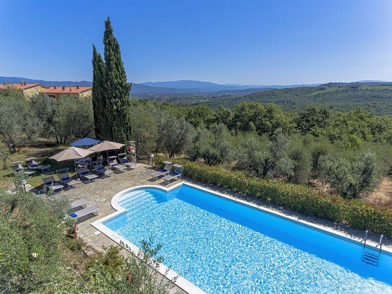 Villa Benvenuti, Home Cinema, private pool, WIFI Walk to restaurant. Chef option, alquiler de vacaciones en Pergine Valdarno