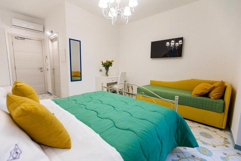 Panariello Palace - Double room with terrace, location de vacances à Pianillo