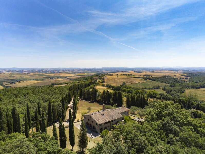 Superb villa with pool 30 minutes from Siena and Montalcino, holiday rental in Montalcino