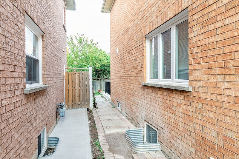 Simply Comfort. Newly renovated sweet basement in Mississauga, holiday rental in Milton