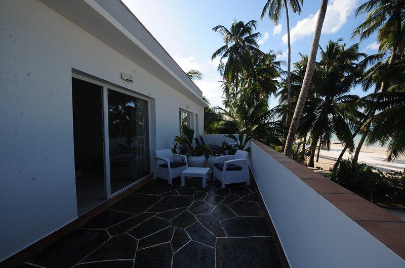 VILLA NOAH LUXURY, AJABU ,camera matrimoniale con uso cucina, vacation rental in Pongwe