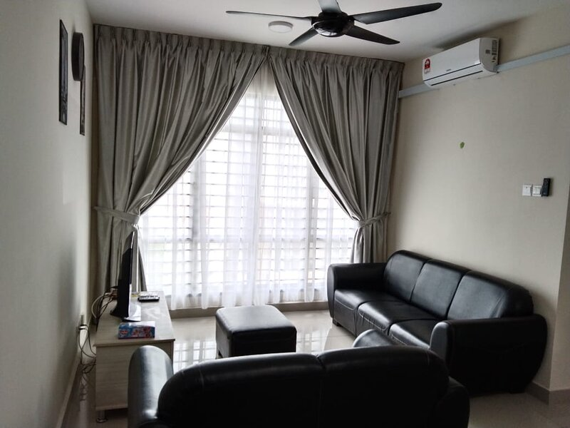 Awesome place to stay...!! ARC Austin Hill, holiday rental in Taman Molek