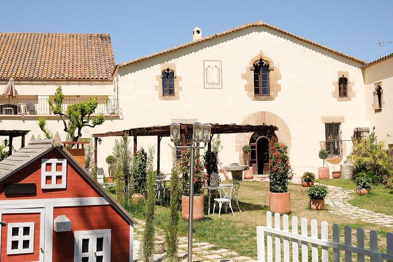 Masía catalana del siglo XIX cerca del Mar, holiday rental in Sentmenat