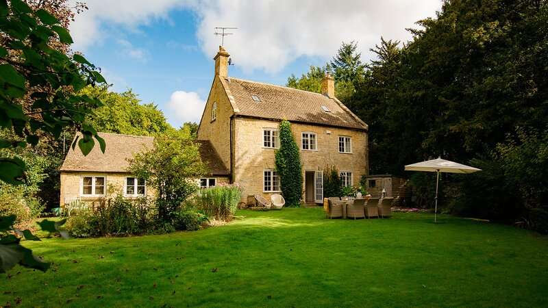 Temple Guiting Cottage - sleeps 10 guests in 5 bedrooms, holiday rental in Guiting Power