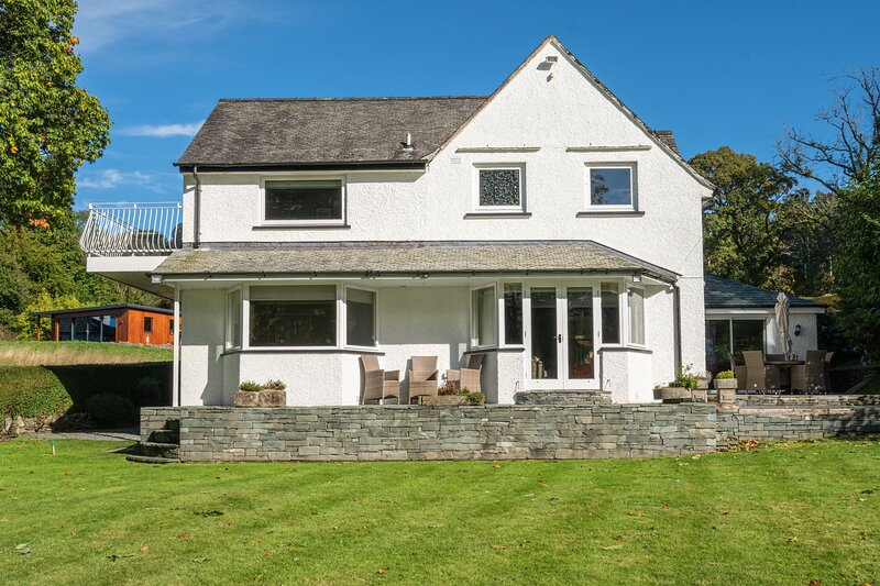 Garth Cottage - Richly-warm 4-bedroom holiday home within easy reach of Bowness- – semesterbostad i Crosthwaite
