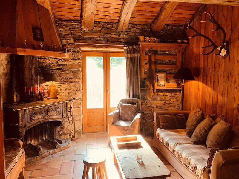 Charmant 3 pièces 4 personnes typiquement savoyard situé à Val d'Isère dans le, aluguéis de temporada em Balme