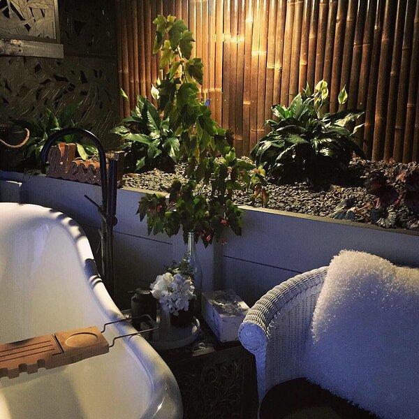 Silhouette Cottage - Luxurious Romantic Getaway, alquiler de vacaciones en Cooroy