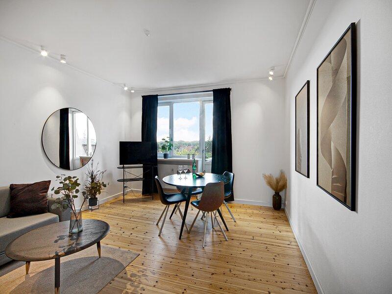 Bright 2-bedroom apartment in the family-friendly suburbs of Copenhagen, aluguéis de temporada em Gentofte Municipality