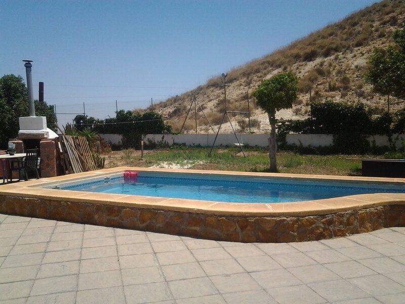 Nice villa with swimming-pool, aluguéis de temporada em El Toyo
