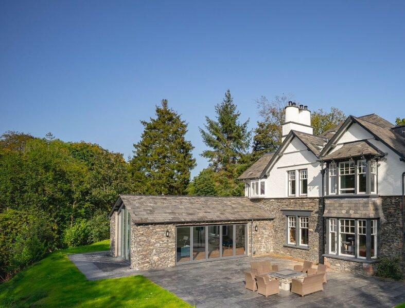 Luxury - Contemporary - Lakeland Home - Sleeps 8 - Lake Views, vacation rental in Graythwaite