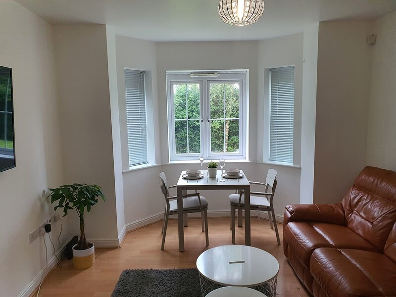 Charming 2Bed Apartment in Manchester Free Parking, holiday rental in Bury