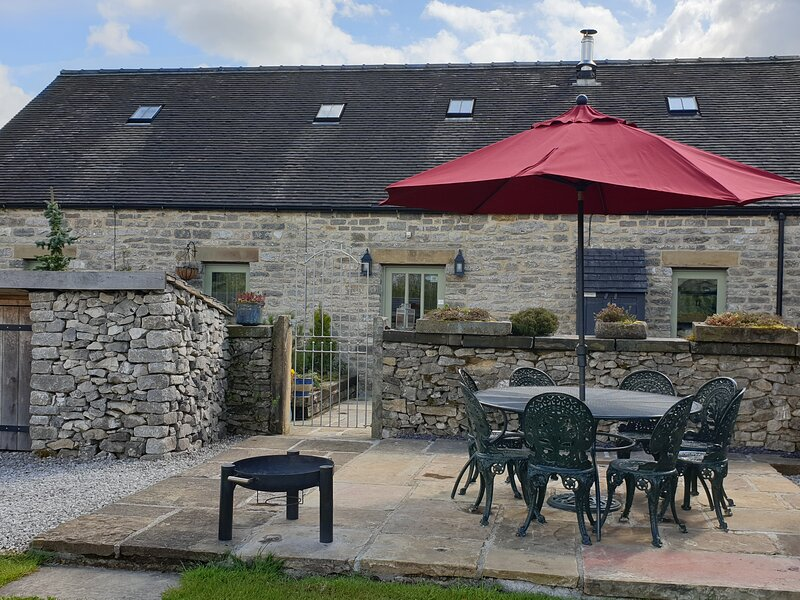 SPINGLE BARN, pet friendly, luxury holiday cottage, with a garden in Monyash, alquiler vacacional en Crowdecote
