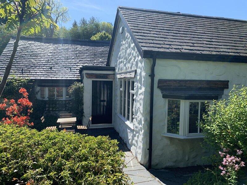 Beautiful stone cottage. Great walks. Great pub. FireStick. Superfast broadband!, vacation rental in Rowen