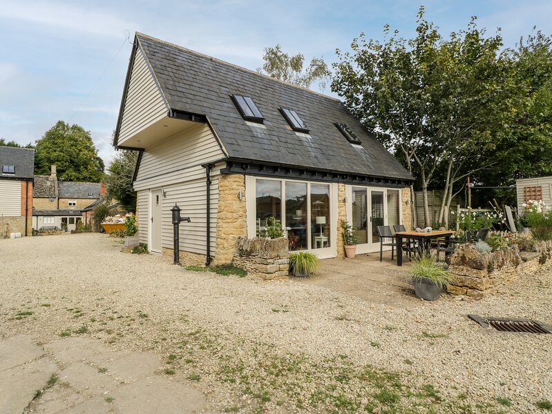 Cottage at Hirons Farm, Long Compton, holiday rental in Sutton-under-Brailes