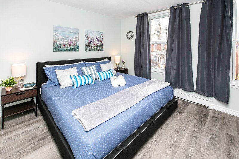 Newly Renovated - Modern 1BR with King Bed - Byward Market!, holiday rental in Overbrook