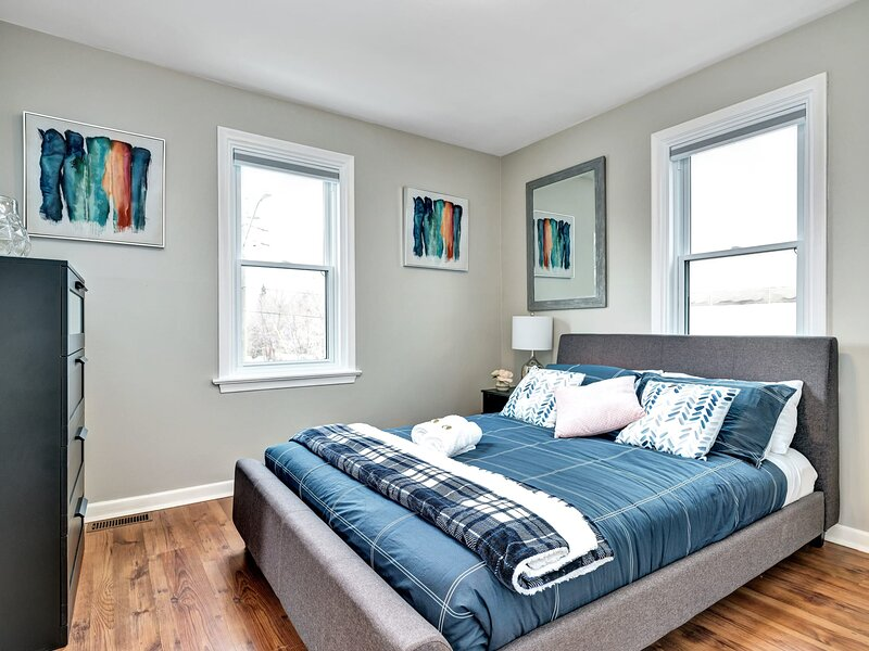 Newly Renovated - Modern 2BR - Near Downtown!, holiday rental in Overbrook