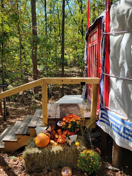 Unique Mongolian Yurt, Off-Grid Glamping for Two by the Buffalo's Hasty Cutoff, holiday rental in Deer