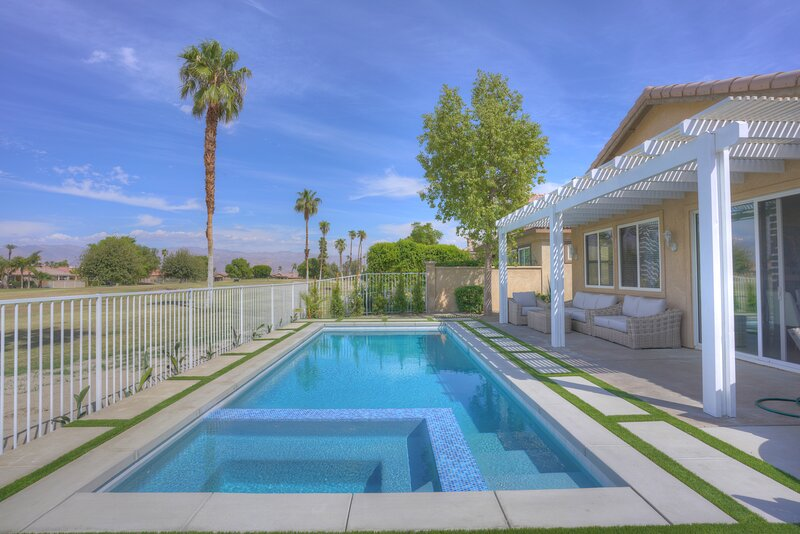 Luxury Golf Course Villa w/ Private Pool and Spa, casa vacanza a Thermal