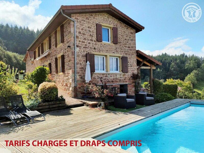 Location Gîte Belmont-de-la-Loire, 5 pièces, 10 personnes, holiday rental in Pouilly-sous-Charlieu
