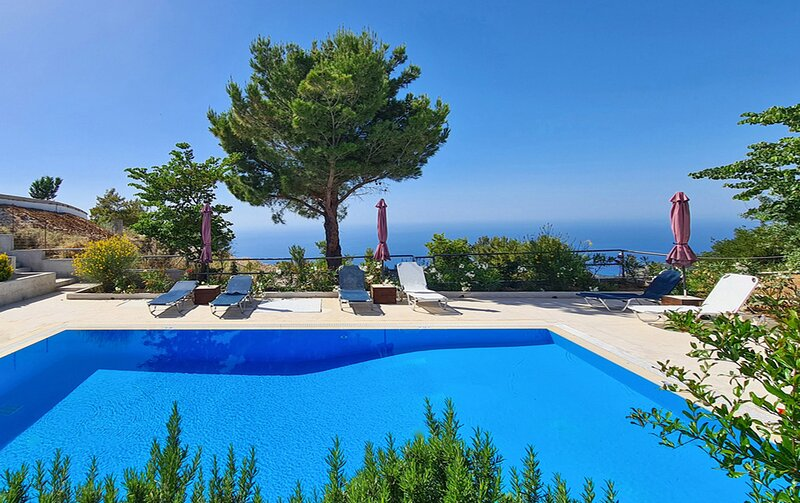Villa Endless Blue With Private Pool Ideal for Families, holiday rental in Exanthia