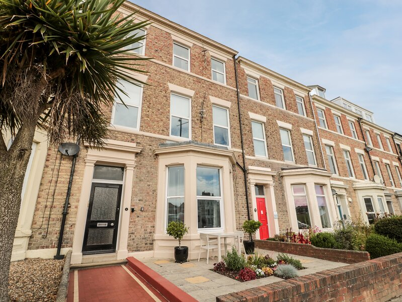 Grand Sea View, Tynemouth, holiday rental in Cullercoats