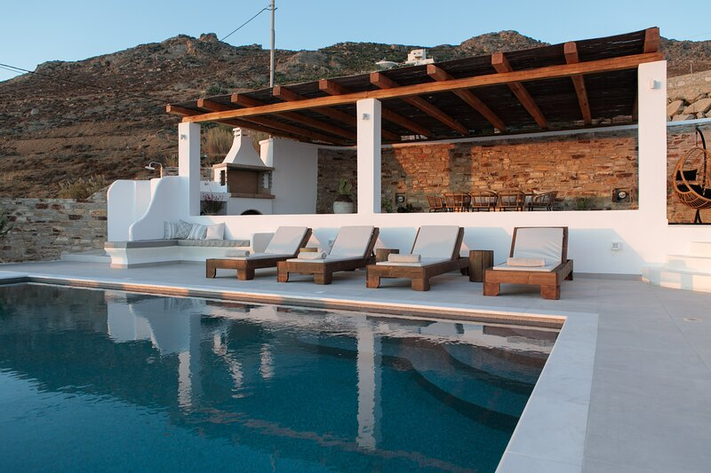 Villa Infinity with Private Pool, holiday rental in Melanes