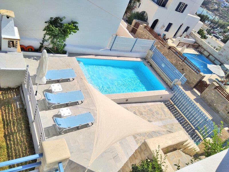 Villa Danae • Seaside 2-storey villa with pool, jacuzzi, bbq & terrace, holiday rental in Paros