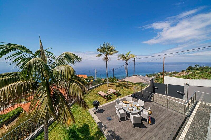 Vila Papagaio Verde, villa with sea view., vacation rental in Estreito de Camara de Lobos