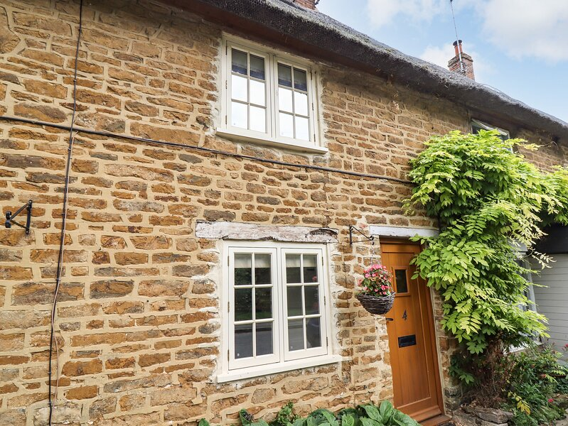 HOOKY COTTAGE, perfect for couples with one child, Hook Norton, vacation rental in Swalcliffe
