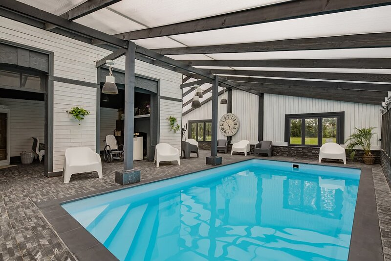 Big villa with swimming-pool & Wifi, holiday rental in Vignats