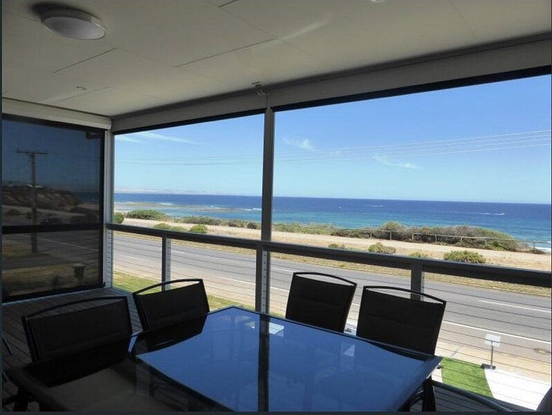Seaford Beachfront House, holiday rental in Christie Downs
