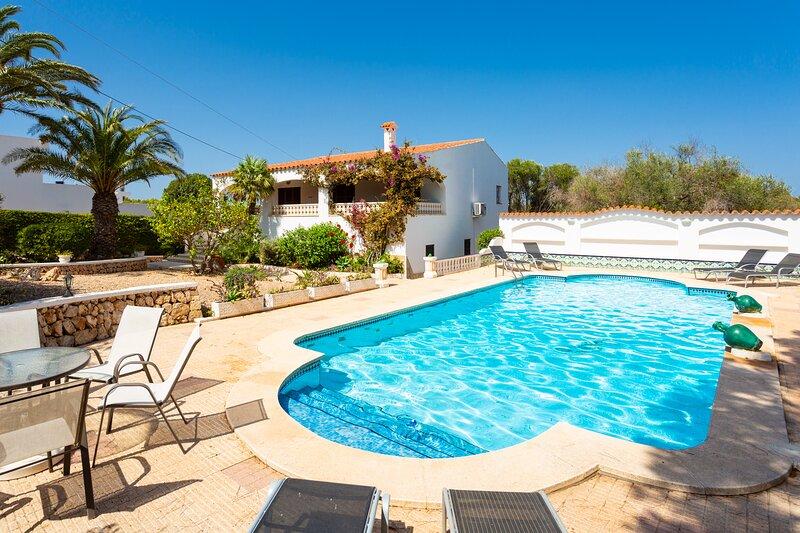 Villa Cas Sucrer: Large Private Pool, Walk to Beach, A/C, WiFi, Car Not Required, location de vacances à Binibeca