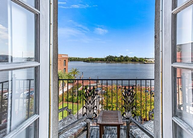 Amazing Downtown Loft w/ Parking, Overlooking River Street by Lucky Savannah, holiday rental in Rincon