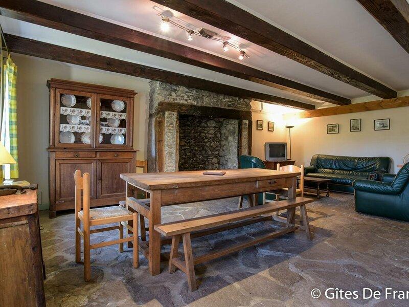 Location Gîte Saint-Alyre-és-Montagne, 5 pièces, 8 personnes, holiday rental in La Godivelle
