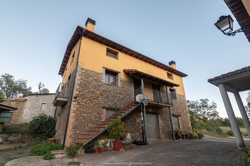 Apartamento Rural Duplex Casa Graeras cerca de Mont Rebei, vacation rental in Ager