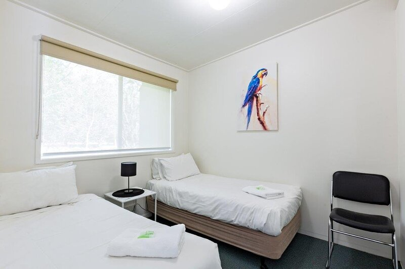 Adina Lodge Holiday Apartments UNIT 2 RATE / 4 guests / 1 night / 2 B/Rs, location de vacances à Ovens