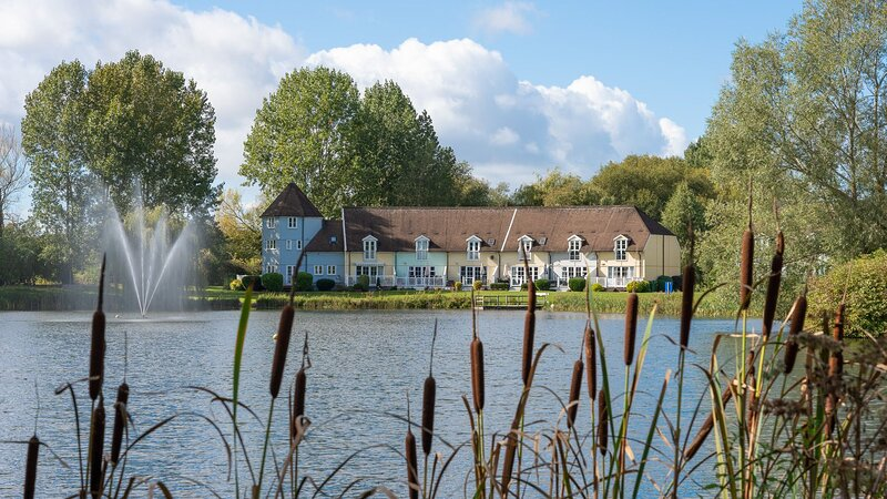 Mayfly Lodge, Cotswold Lakes - sleeps 6 guests  in 3 bedrooms, casa vacanza a South Cerney