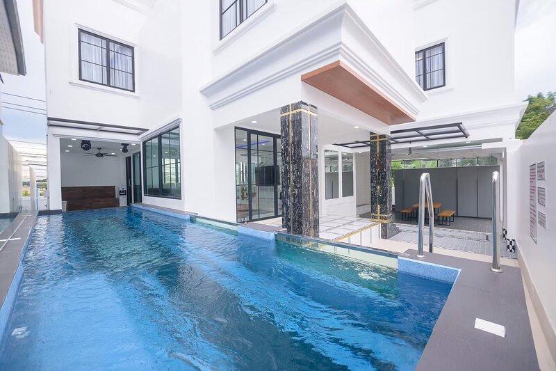 Exquisite Pool Villa I, aluguéis de temporada em Nong Prue