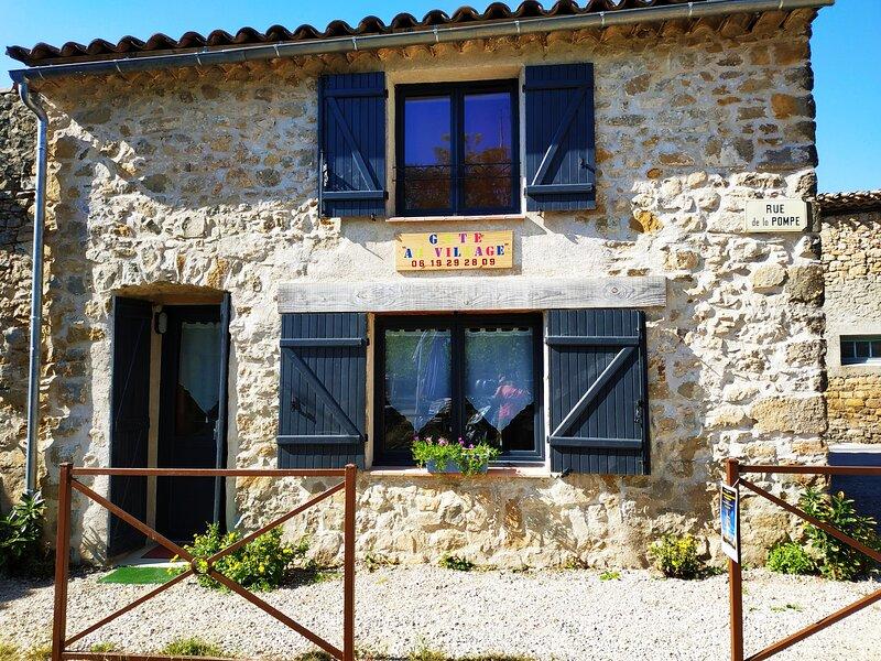Gîte pour 2 personnes au cœur du Village de Rennes le chateau, location de vacances à Serres
