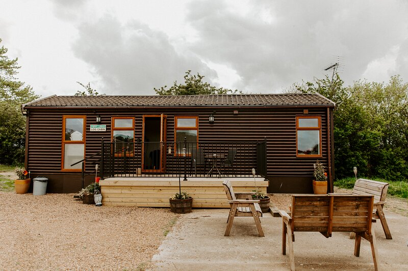 Poppy Lodge at Fairview Farm Log Cabins and Holiday Accommodation, holiday rental in Bilsthorpe