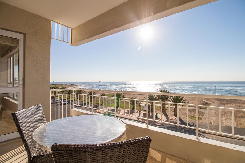 Third floor sea facing 2 bedroom apartment, holiday rental in Green Point